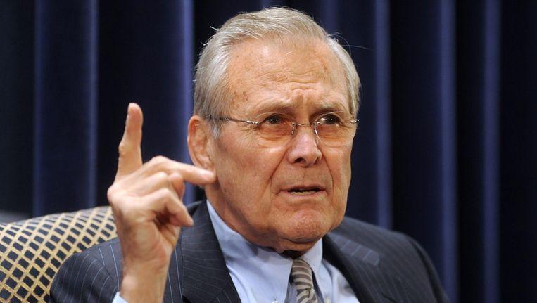 Oud-minister Rumsfeld tijdens een discussie over een boek van zijn hand in 2011. Beeld epa