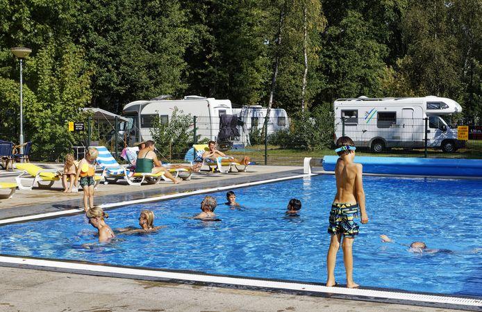 Het zwembad op camping De Hooghe Heide in Berlicum brengt verkoeling, ook als het in september nog hartstikke heet is.