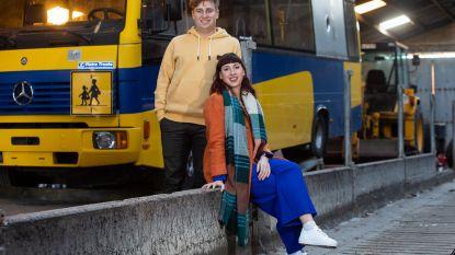 """Dorien en Jeroen zegden hun kantoor vaarwel en kochten een oude bus: """"Klein wonen, vrij zijn en topwerk afleveren"""""""