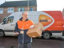 Deze pakketbezorgers doen er alles aan om jouw cadeautjes op tijd af te leveren