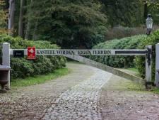 Hekken en slagboom blijven op terrein rond Kasteel Vorden, pad door tuin vrij toegankelijk