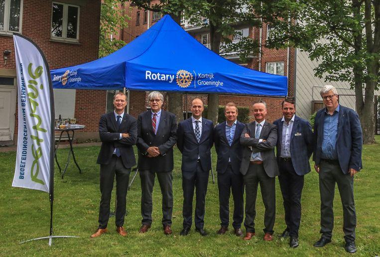 Rotary Kortrijk Groeninghe heeft 2500 euro geschonken aan jongerenbegeleidingscentrum Bethanie, om er twee gepersonaliseerde tenten mee te kopen.