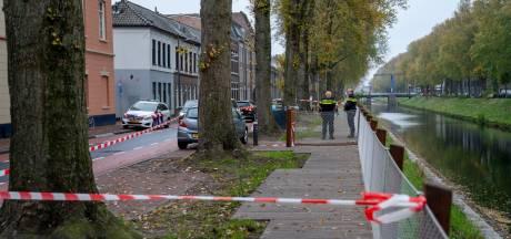 Filmende ramptoeristen in Den Bosch, sommige probeerden onder het afzetlint door te kruipen
