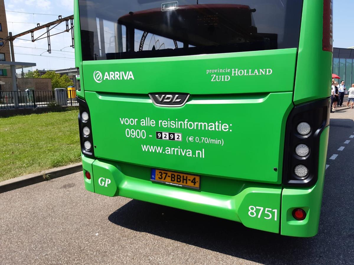 De initialen 'GP' linksonder op de bus