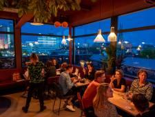 Met de skyline van de stad aan tafel: rooftopbar Doloris open