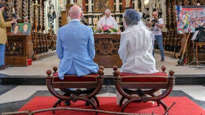 FOTOREEKS: Herr Seele en bruid Katia nu ook getrouwd voor de kerk