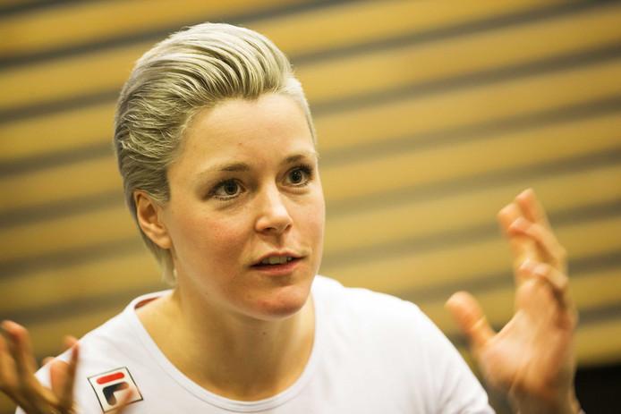 Jorien ter Mors tijdens de persbijeenkomst voorafgaand aan de WK allround en sprint in Hamar.
