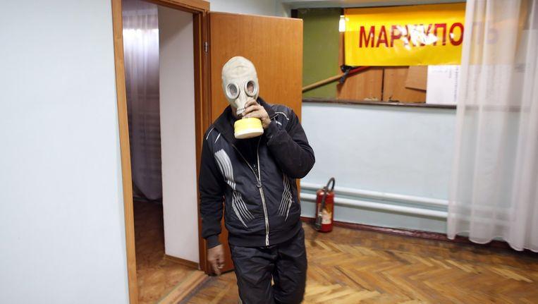 Een pro-Russische activist vandaag in het gemeentehuis in Marioepol.