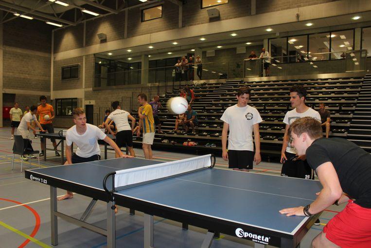 Niels Aerts (rechts) heeft de nieuwe sport al goed onder de knie.