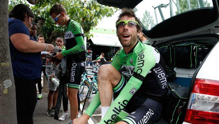 Bauke Mollema en Laurens ten Dam voorafgaand aan de training op de rustdag tijdens de Tour de France. Beeld anp