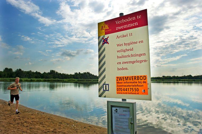 Zwemverbod in juli 2010 in Krimpen aan de Ijssel vanwege blauwalg (ANP) Beeld