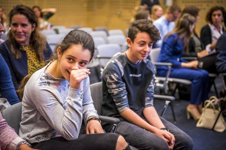 De twee Armeense kinderen Lily en Howick tijdens de zitting van de Raad van State over hun asielprocedure.  Beeld ANP