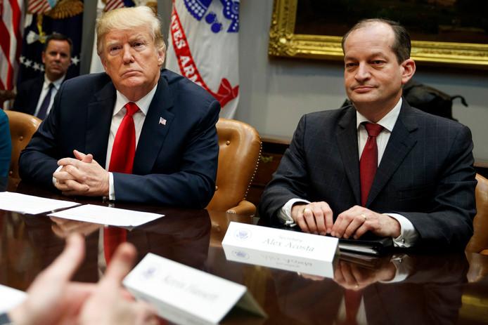 Donald Trump et Alexander Acosta, son secrétaire d'État au Travail.