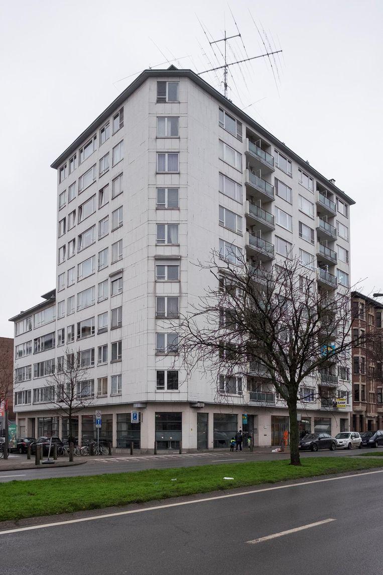 In dit gebouw aan de Plantin & Moretuslei had beklaagde één flat. In 2002 gekocht voor 40.000 euro en voor 95.000 euro in 2014 verkocht. De totale opbrengst (met huurinkomsten) volgens de advocaat: 140.000 euro.