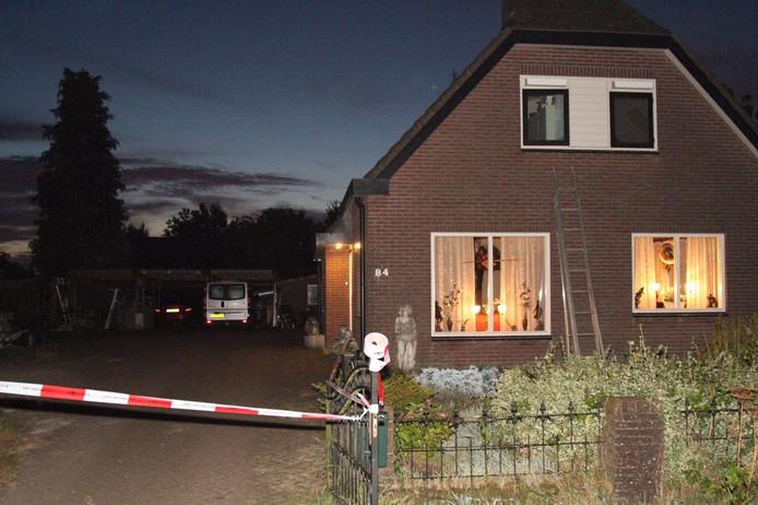 De woning aan de Lunterseweg is afgezet na de overval.