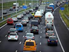 Flinke vertraging op A15 door ongeluk bij Wadenoijen neemt af