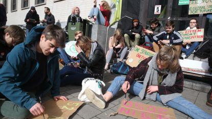 Studenten houden zitstaking voor klimaat aan Blandijn