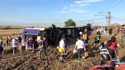 Zeker 24 doden en 73 gewonden bij treinongeluk in Turkije