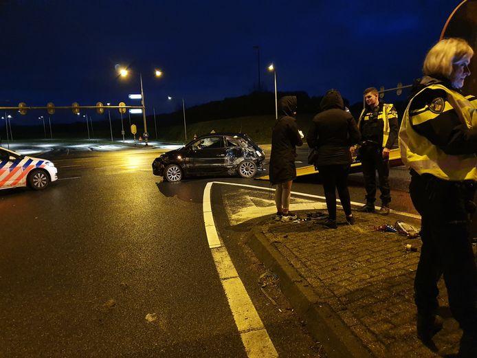 Auto maakt flinke klapper op Rondweg Noord in Amersfoort. De twee inzittenden kwamen met de schrik vrij op Eerste Kerstdag.