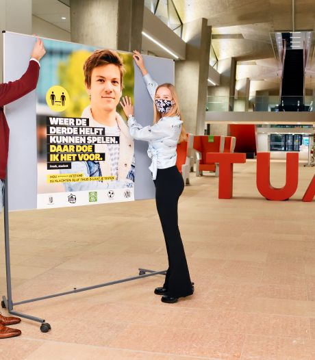 Eindhovense studenten voeren met posters en vlaggen  corona-campagne voor jongeren