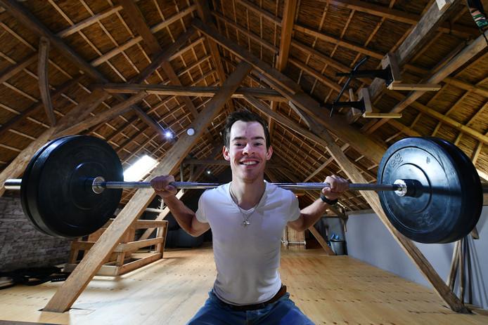 Marc Middelkoop (op archiefbeeld) kampt met een knieblessure, juist nu het schaatsseizoen goed op gang komt.