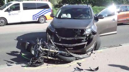 Motorrijder zwaargewond na frontale aanrijding
