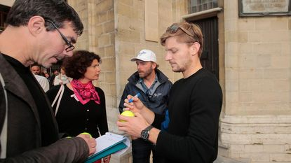 Quiz mee en win door David Goffin gesigneerde tennisbal