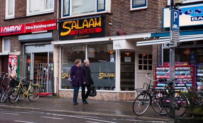 Eetcafé Salaam aan de Kanaalstraat in Utrecht, waar de politie een inval deed.