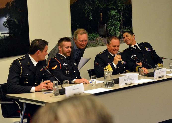 In mei was een delegatie van de mariniers te gast bij de Kamercommissie voor Defensie. Uiterst rechts korpscommandant brigade-generaal Jeff Mac Mootry.
