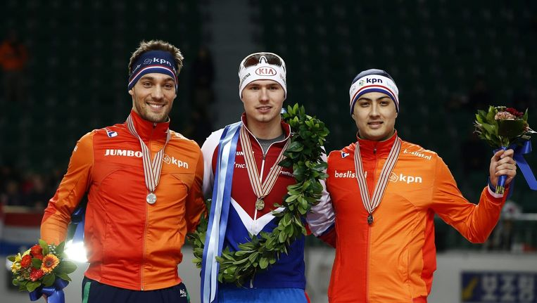 Kjeld Nuis, Kulizhnikov, Kai Verbij na het WK sprint in Seoul. Beeld null