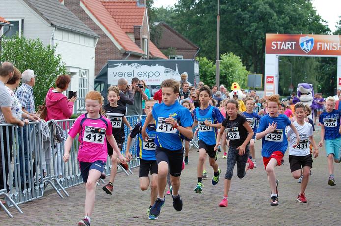 De jeugd in actie tijdens de Omloop van Empel.