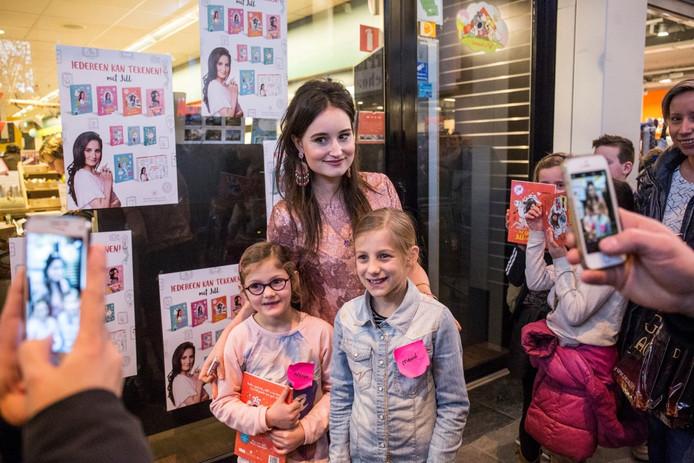 Jill kwam een van haar boeken signeren in Etten-Leur.