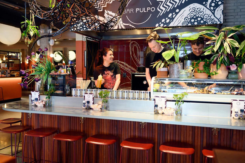 Restaurant Bar Pulpo, in de Foodhallen Rotterdam. Beeld Els Zweerink