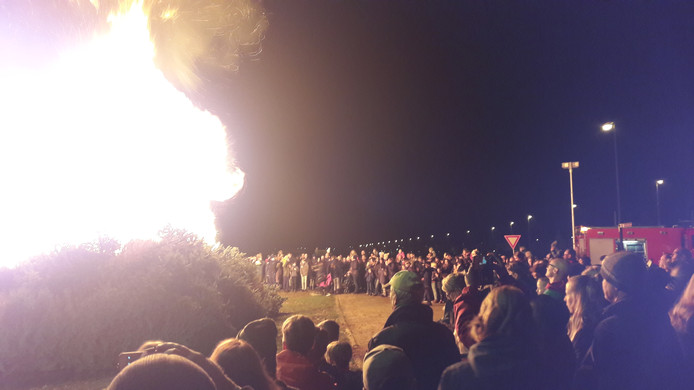 In Schuytgraaf werden zondag 400 kerstbomen verbrand