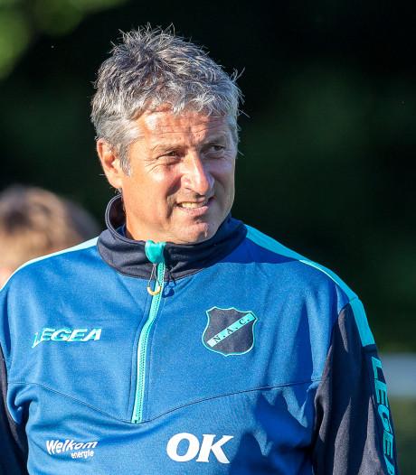 NAC-trainer Brood over zijn jonge elftal: 'Deze spelers maken best fouten, maar ze willen wél voor elkaar werken'