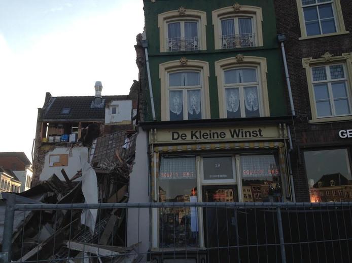 Het ingestorte pand grenst aan de Kleine Winst, waarin het atelier van Jeroen Bosch was gevestigd.