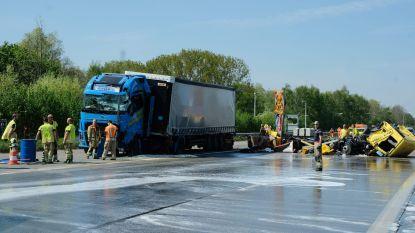 Brusselse binnenring volledig versperd na ongeval met vrachtwagen en signalisatievoertuig: beide chauffeurs in levensgevaar