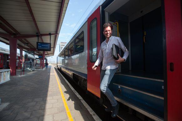 Met een grote glimlach de trein verlaten, heet dat dan.