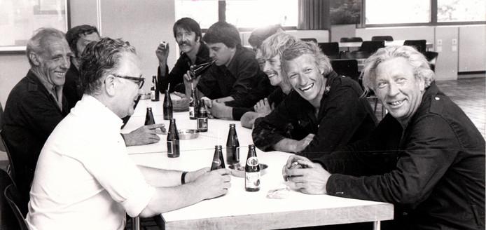 De brandweer van Best in de kantine (1979).
