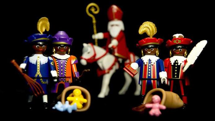 Speelgoedpoppetjes van Zwarte Piet en Sinterklaas.