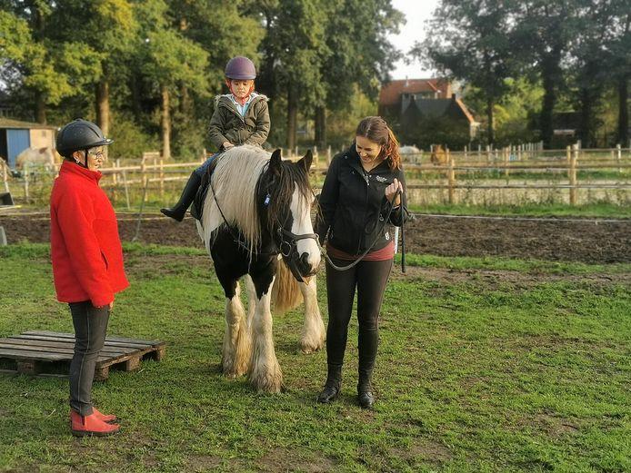 Paardrijles zoals die op het terrein aan de Bennekomseweg wordt gegeven in de toekomst.