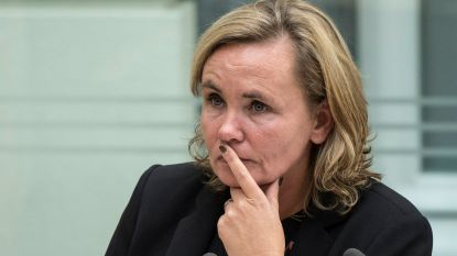 Vakbonden halen slag thuis: Vlaamse ambtenaren behouden volledig loon na 30 dagen ziekte