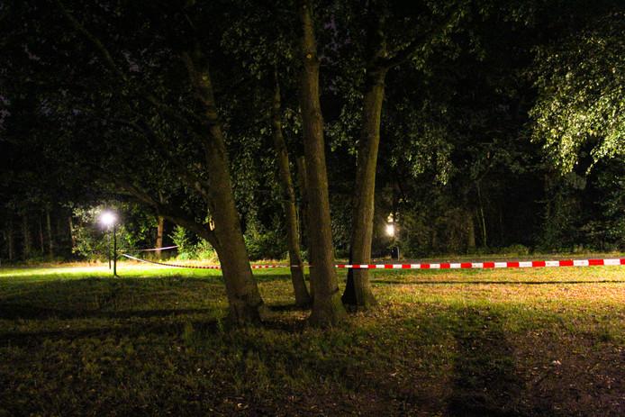 De politie in Apeldoorn zocht zondagavond drie mannen in het Westenenkerpark.