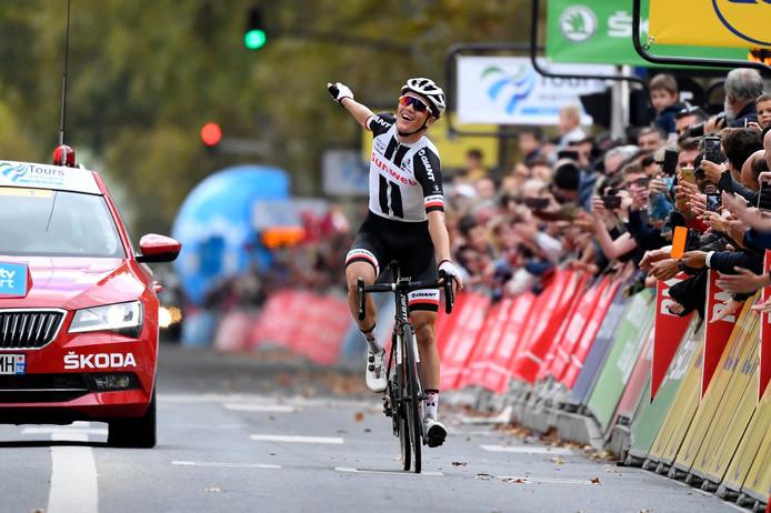 Kragh Andersen juicht aan de finish.