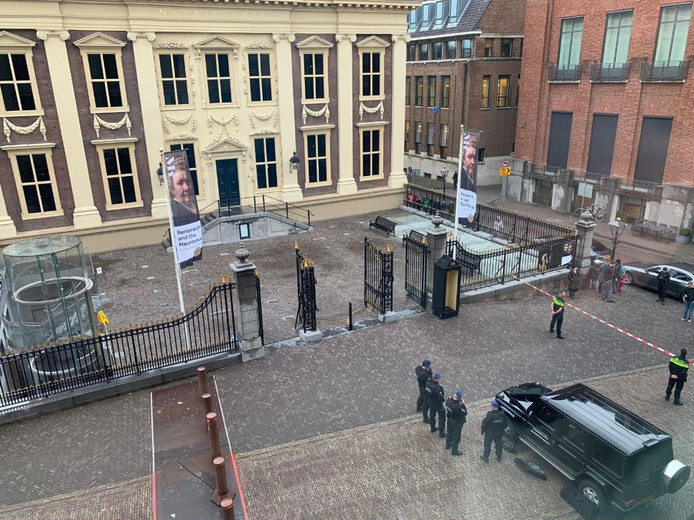 Ook ministersauto's mogen het Binnenhof niet op