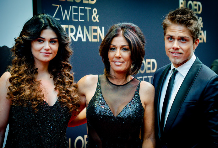 Moeder Rachel (M), zus Roxeanne (L) en Dré Hazes in 2015.