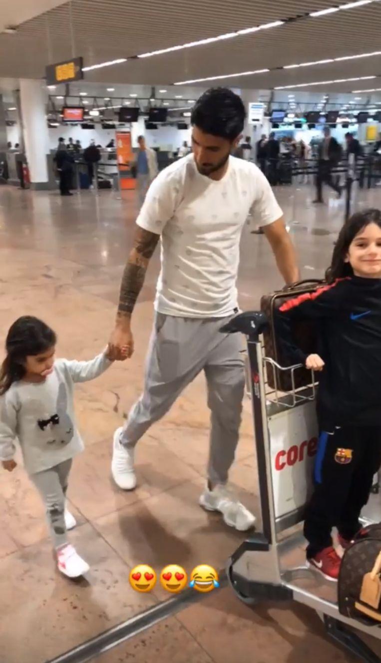 'Rafa' met zijn kroost op de luchthaven.