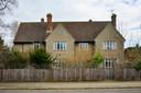 Het huis in Oxford waar J.J.R. Tolkien The Hobbit en (een deel van) The Lord of The Rings schreef en dat nu te koop staat.