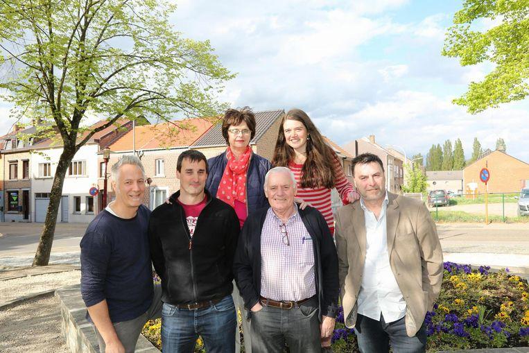 Buurtbewoners Jeanine Smets, Saartje Ieven, Patrick Roosen, Geert Winnen, Jos Medart, Eddy Vandenbosch.