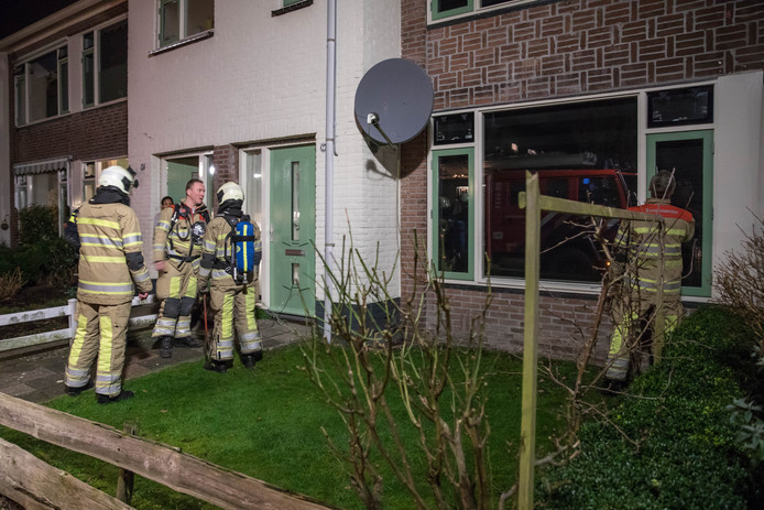 Om 22.30 uur snelden politie en brandweer naar een woning op de Roerdompstraat in Baarn.